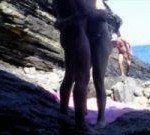 Fodendo o namorado na praia de nudismo