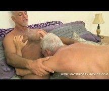 Velhos gay roludos metem demais