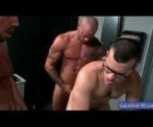 Cara no video de sexo gay com um velho