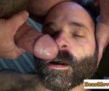 Urso pelado no vídeo porno gay