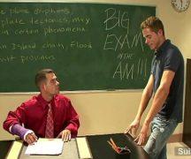 Gay porno com professor comendo aluno tatuado