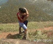 Porno gay entre primos transando na beira do rio